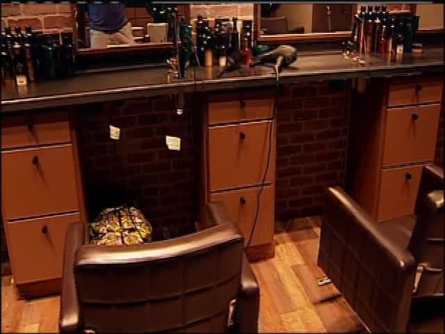 Cut Blowout Bar & Amarillo Man Opens Its Doors_-1294670212164400075