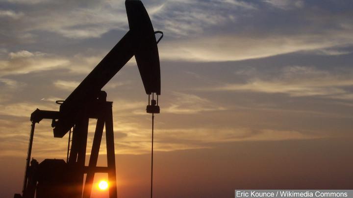 Oil Derrick Photo, West Texas Oil - 720-54787063