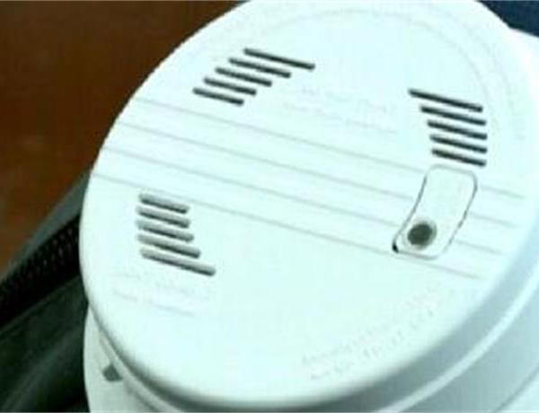 The Difference Between Smoke Detectors_-7479778789794757757