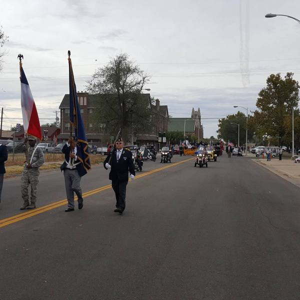 VETERANS DAY PARADE.jpg