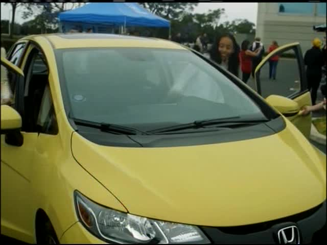 Tips for Teen Car Buyers_41314285