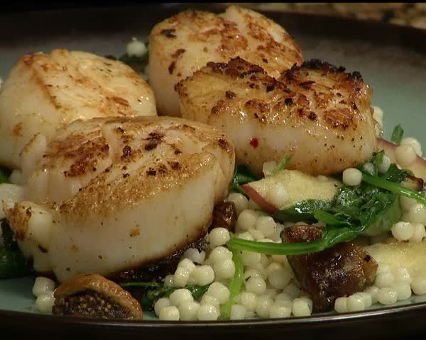 Coleman-s Scallops with Fig Apple Shallot Cous Cous_39914642