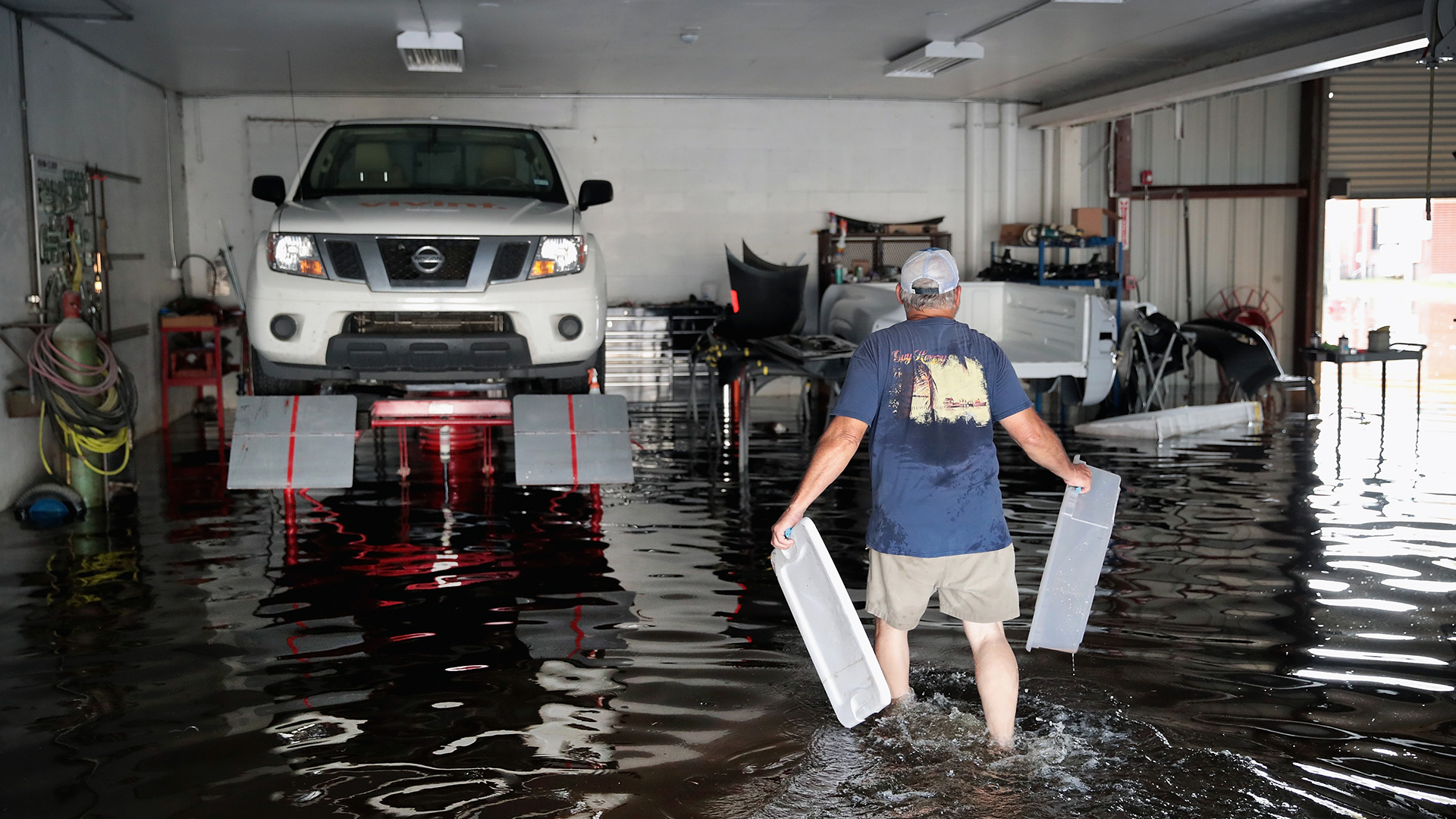 Hurricane Harvey floods auto garage-159532.jpg24748738