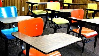 Desks-in-classroom-jpg_20160316095450-159532