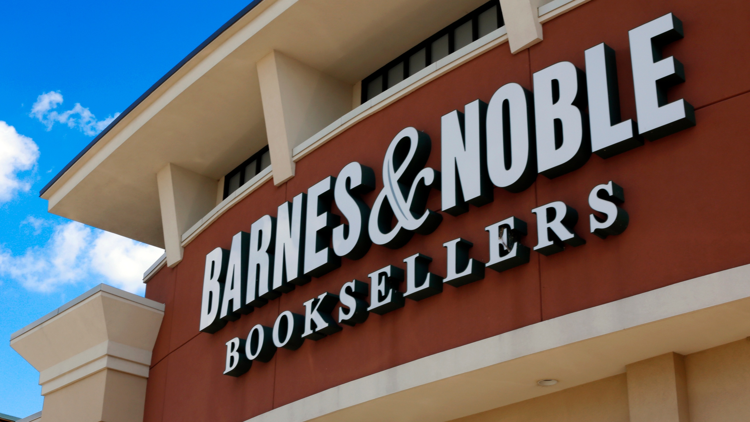 Barnes_and_Noble_Holiday_Sales_82892-159532.jpg71542878