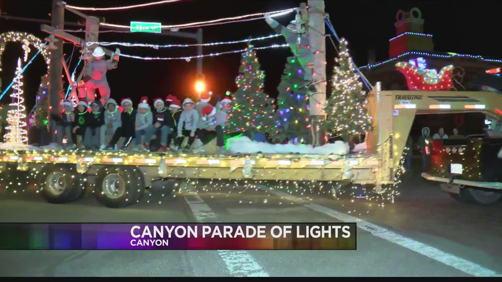 Canyon Chamber of Lights Parade Kicks Off the Countdown to Christmas