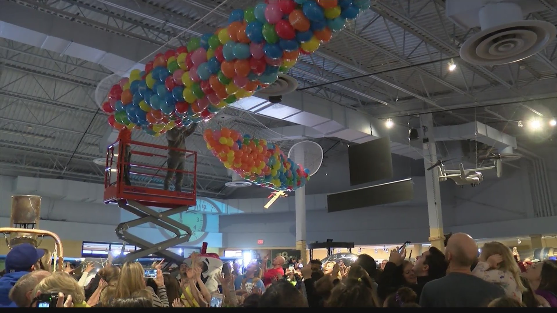 "Discovery Center Holds Annual ""Noon Year's Eve"" Celebration"