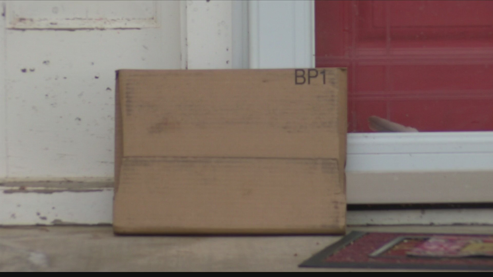 United Accepting Guest Packages for the Holidays to Combat Porch Pirates