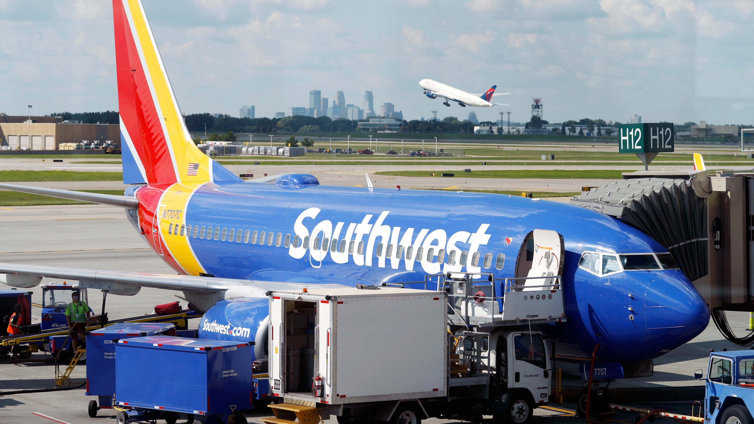 Earns Southwest Airlines_1551394583808