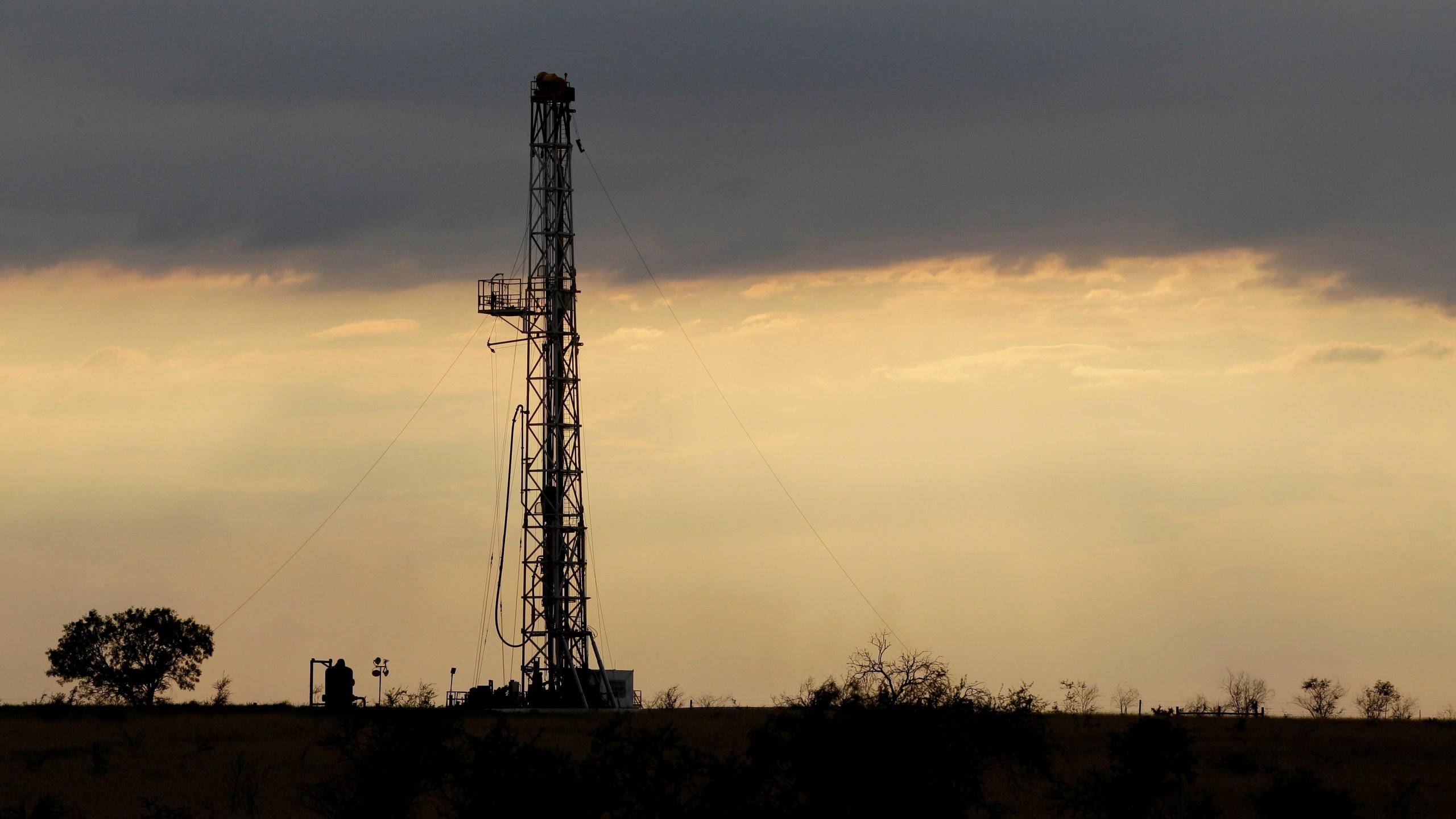 Oil_Market_12020-159532.jpg34749976