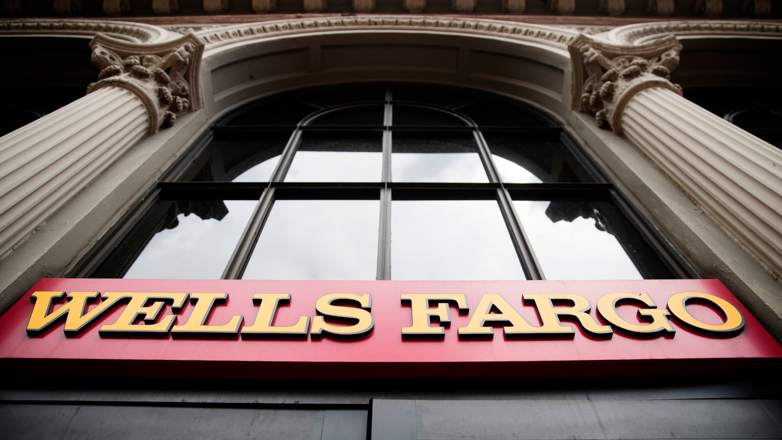 Widespread Wells Fargo outage disrupting online, mobile access