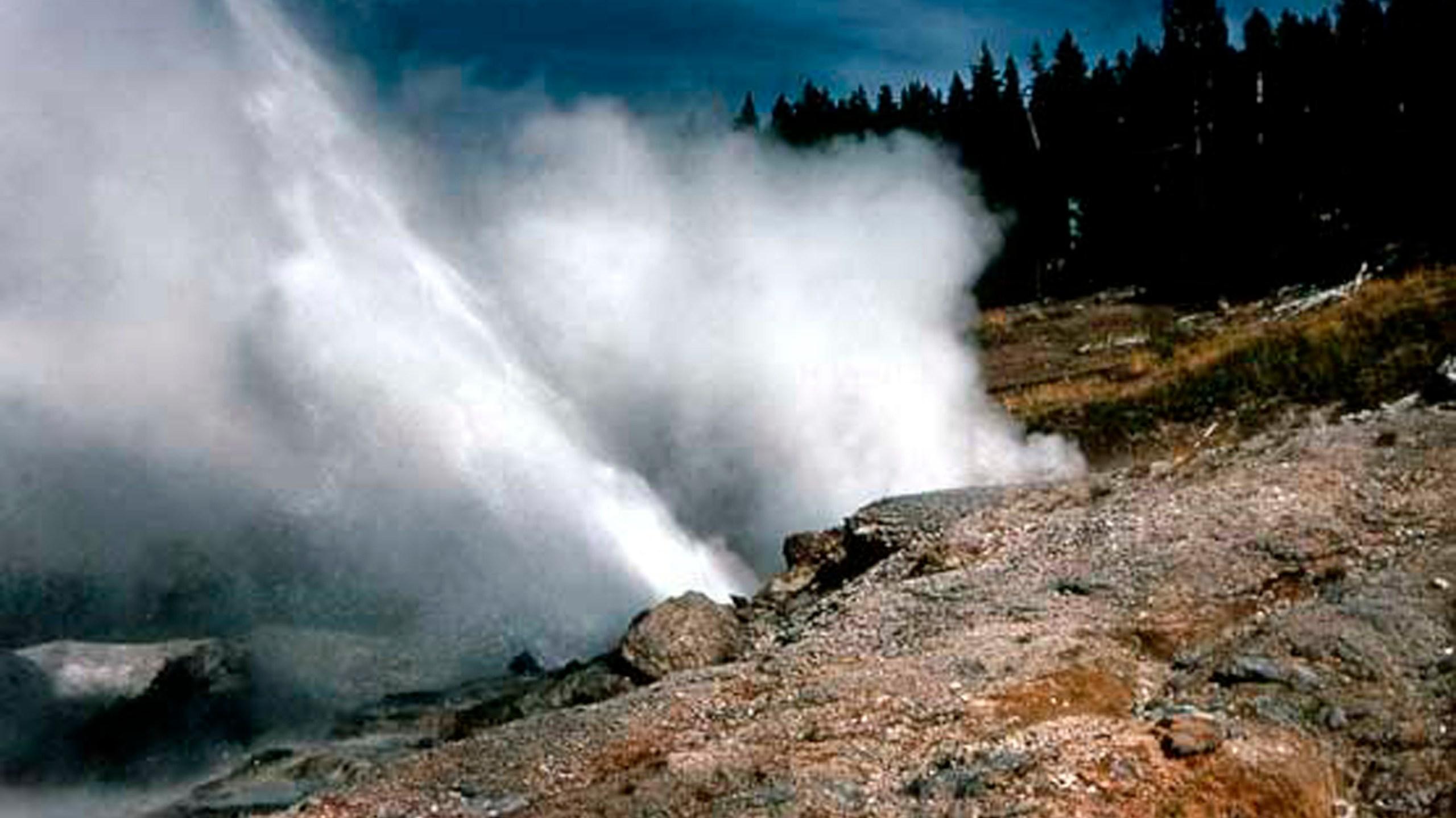Yellowstone_Geyser_94675-159532.jpg45196763